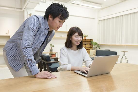 パソコンと男女
