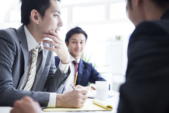議論をするビジネスマン