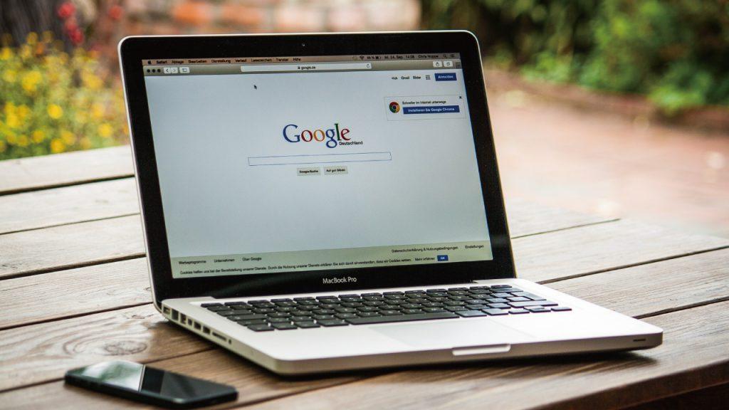 パソコン画面にグーグル