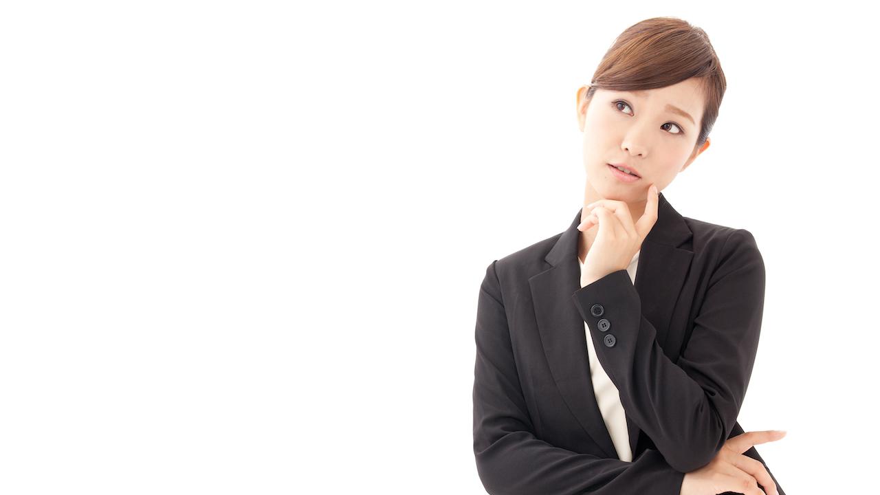 悩む女性起業家